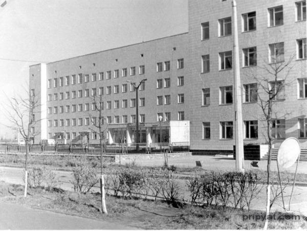 Sykehuset i Pripyat med inngangen -før 26. april 1986.