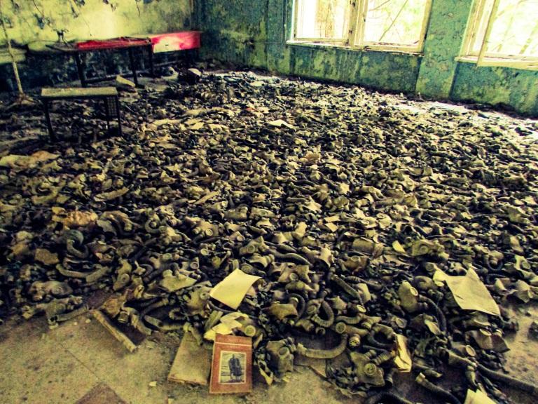 Et av de mest kjente bildene fra Pripyat - gassmaskene i skolekafeteriaen.