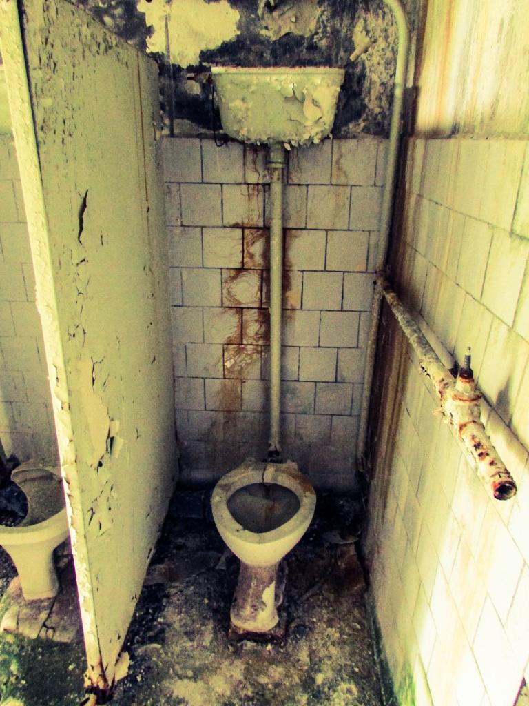 Toalett på Skole nummer tre.