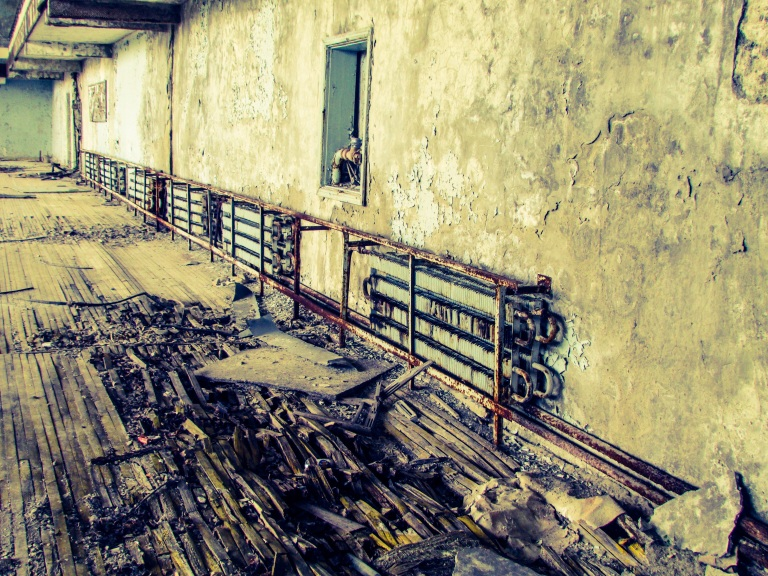 Kalde vintre i Ukraina gjorde at det var skikkelige varmeanlegg i Kulturpalasset. Med at atomkraftverk fem kilometer unna var det nok tilgang til strøm.