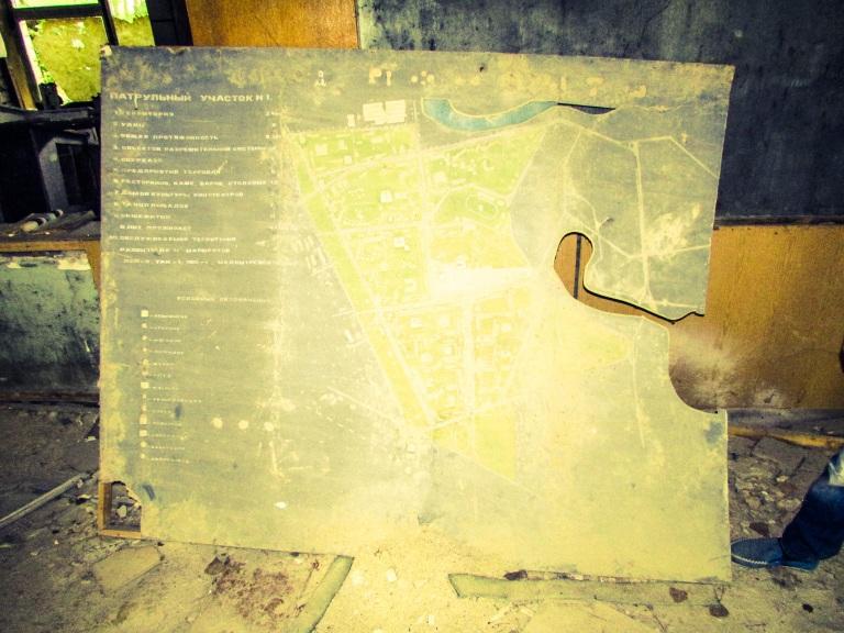 Kart over Pripyat - inndelt i fem bydeler - inne på politistasjonen.