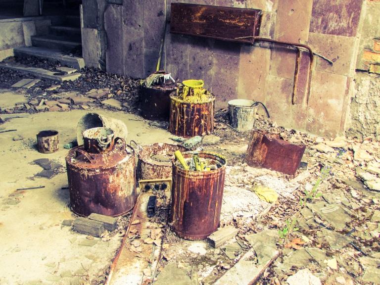 Malerarbeidet som var i gang på sportsstadion ble raskt avbrutt 26. april 1986.