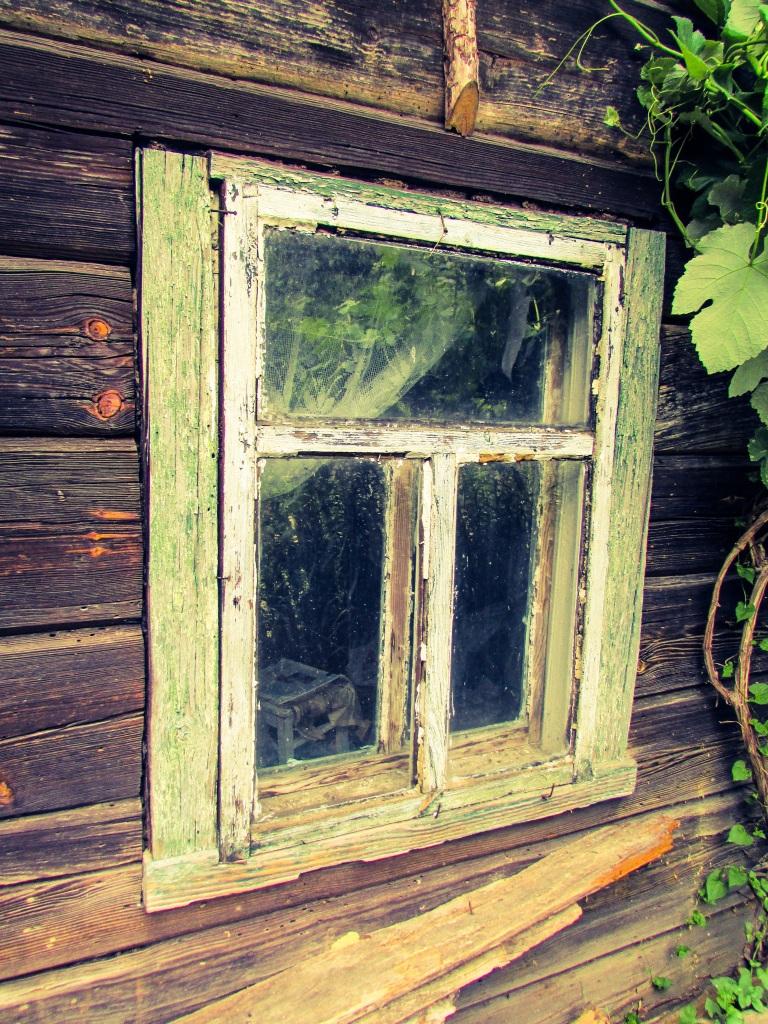 Et av vinduene på huset til Rosalie.