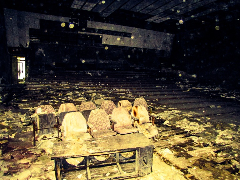 Inne i kinosalen i Pripyat.
