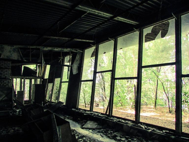 Inne i Kafe Pripyat- fra en annen vinkel.