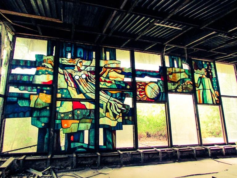 Ett av glassmaleriene i Kafe Pripyat.