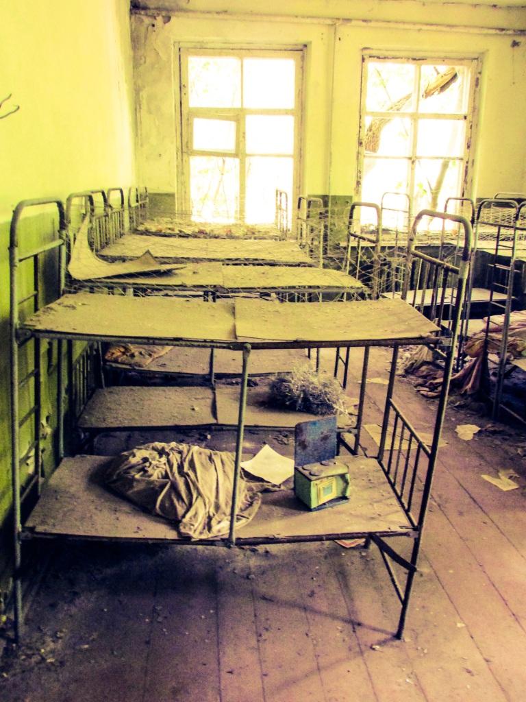 En av sovesalene. De er voksne nå, barna som sov her for 29 år siden.