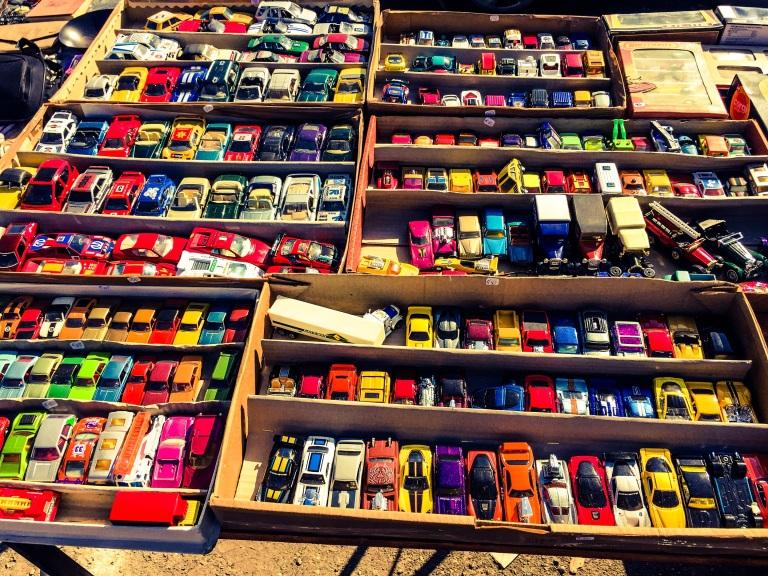 Utvalget av lekebiler er stort nok til at en godt voksen mann føler seg som en guttunge.