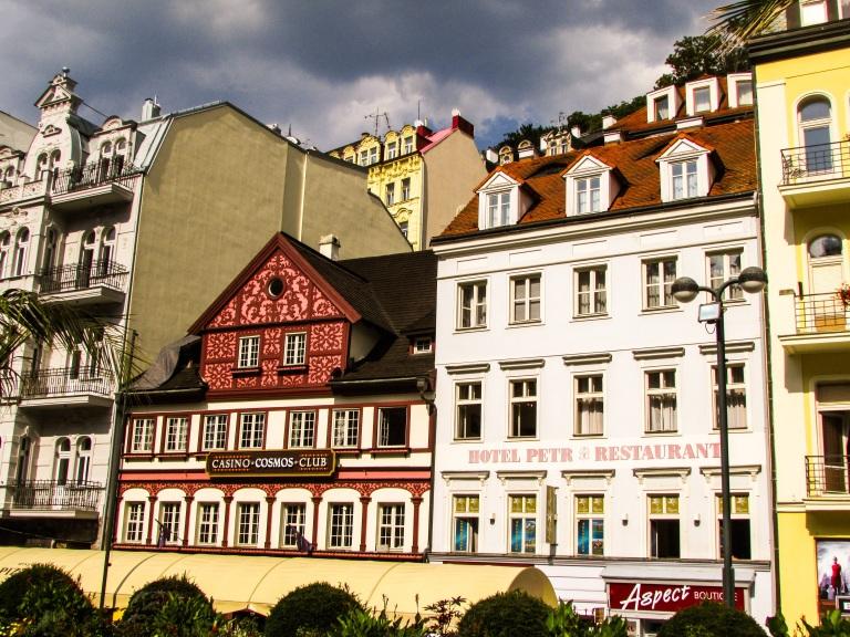 I huset til venstre skal etter sigende tsar Peter den store ha bodd da han besøkte Carlsbad i 1711-1712.