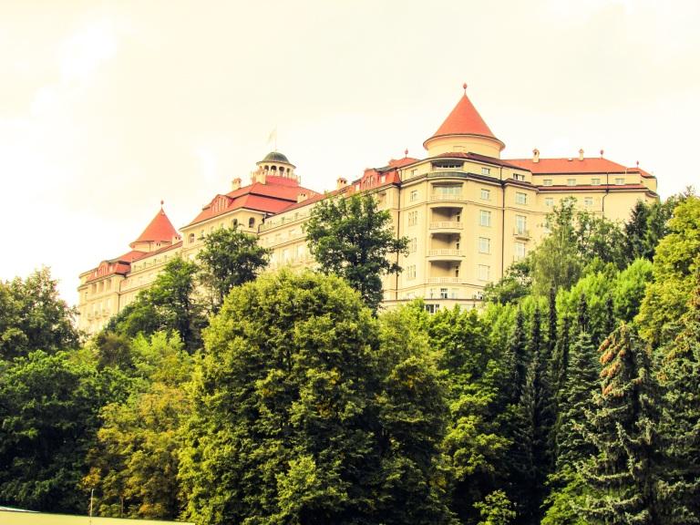 Hotell Imperial har utvilsomt den flotteste plasseringen av alle hotellene i byen.