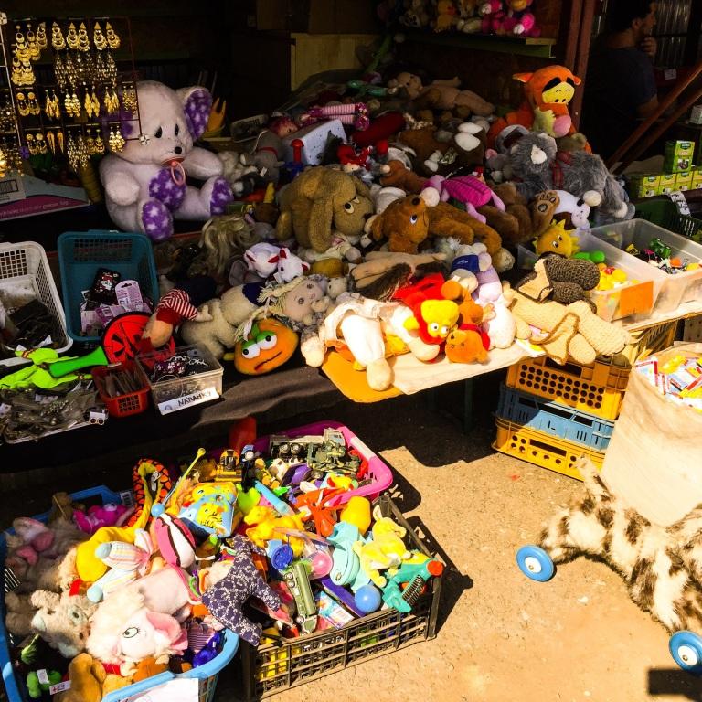 Utvalget av kosedyr står ikke tilbake for en norsk leketøysbutikk.